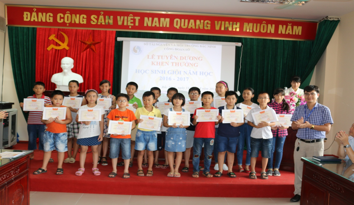 Lễ tuyên dương, khen thưởng học sinh giỏi năm học 2016-2017